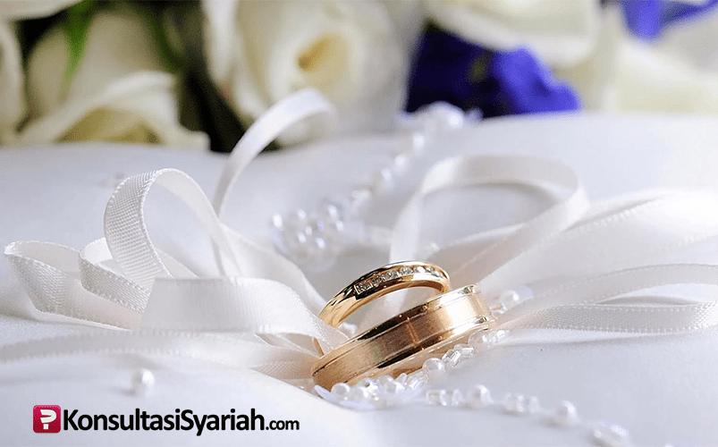 2 cincin dan bunga, pita