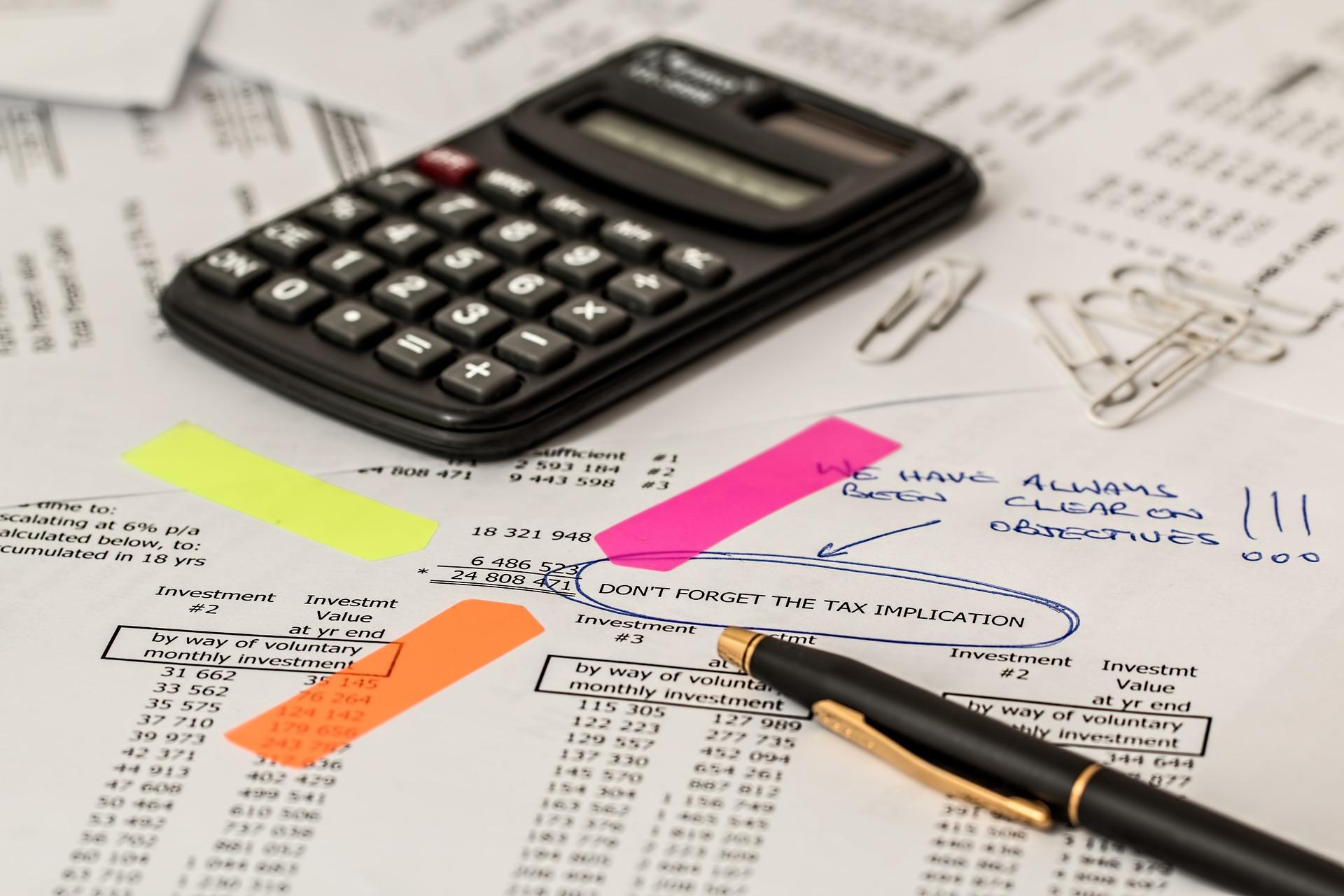 akuntansi, kalkulator, bolpen